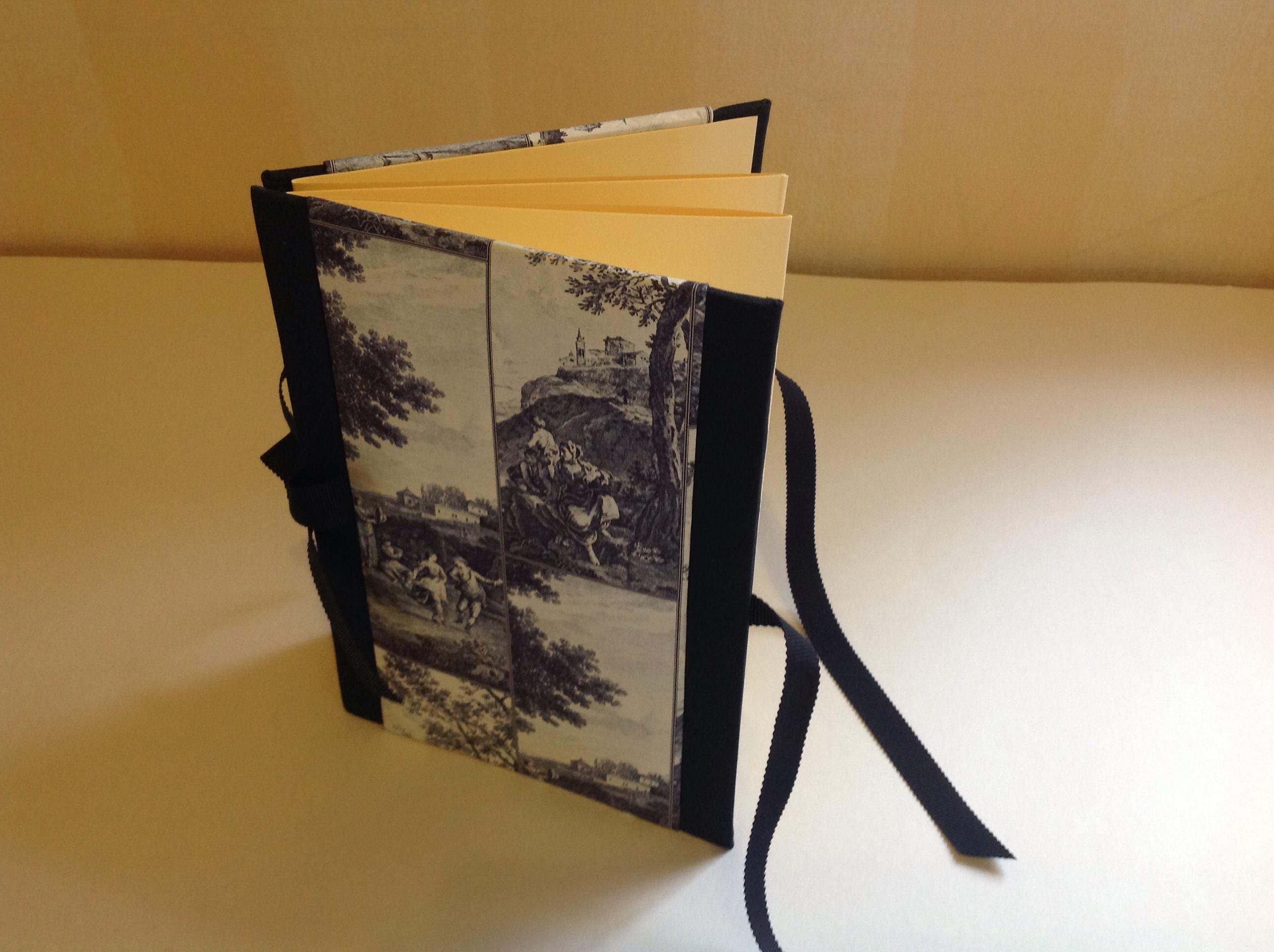 accordion photo frame