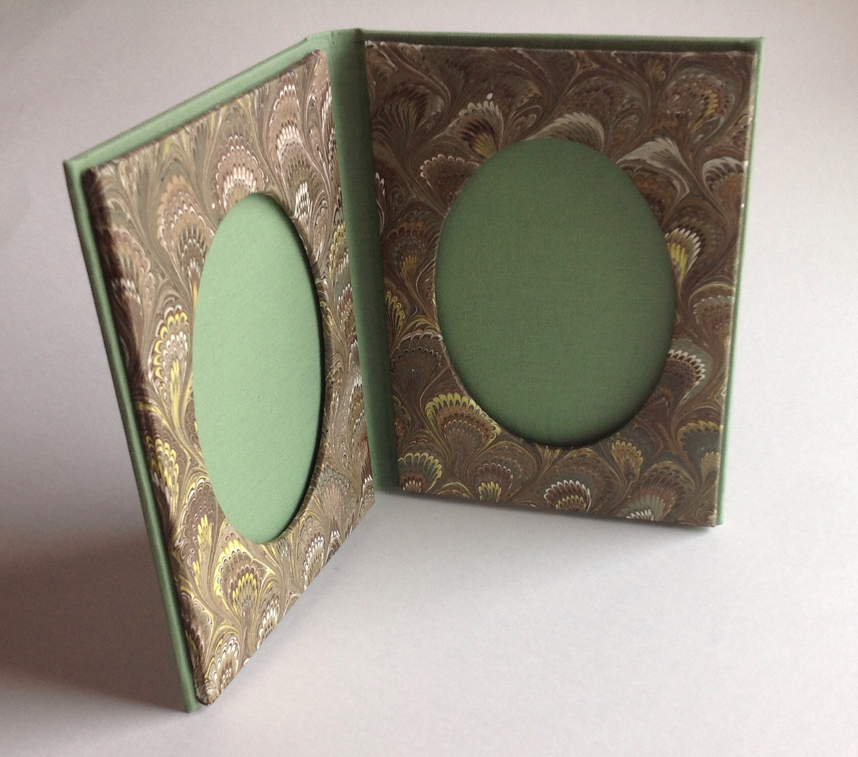 book style frame